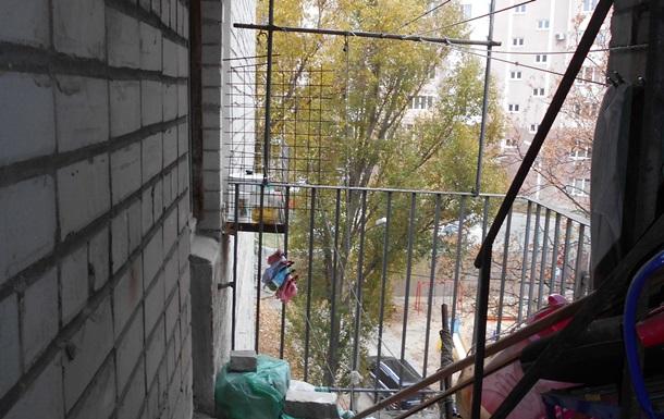 В Харькове на балконе дома повесилась школьница
