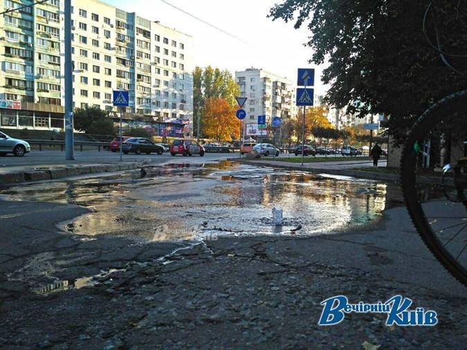 На проспекте Победы в Киеве бьют фонтаны
