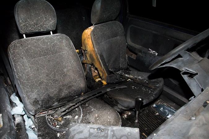 Ночью в Днепре взорвали автомобиль [фото]