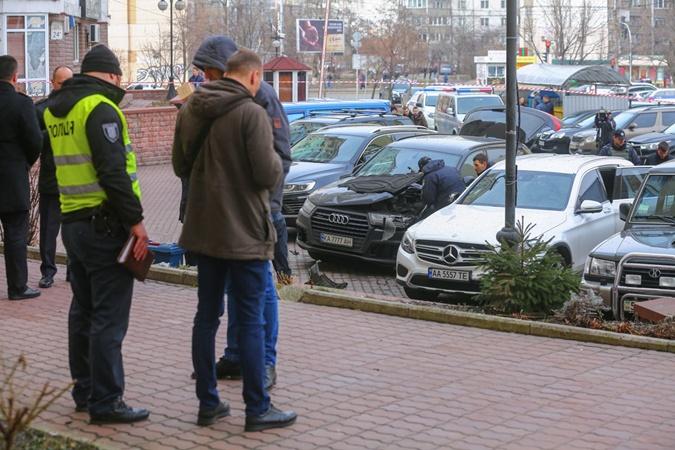 В Киеве взорвали припаркованный у дома Audi Q7 [фото]