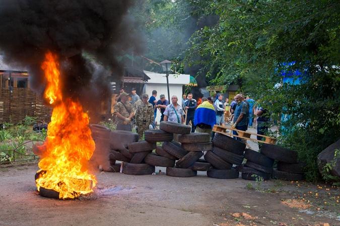 Война с МАФАми в Днепре: экскаватором по баррикадам