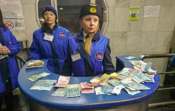 Харьковские активисты насильно устроили пропуск в метро по старым тарифам