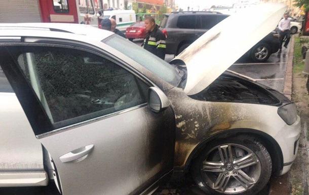 У здания мэрии Харькова подожгли авто чиновника
