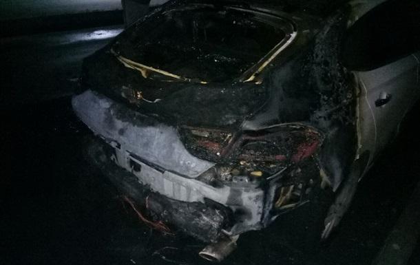 В Харькове ночью сожгли автомобили пограничника и предпринимателя - СМИ