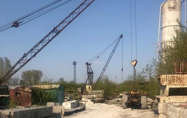 В Харькове рабочий погиб под упавшей с крана кабиной автомобиля