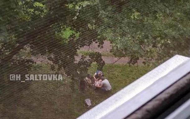 В Харькове ребенок выпал с балкона