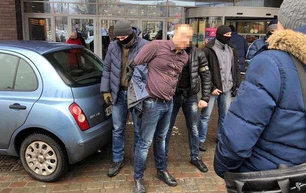 В Харькове задержали копа, навязывавшего крышу предпринимателю