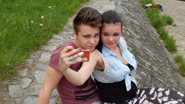 Обмен интимными фото может серьезно навредить подросткам