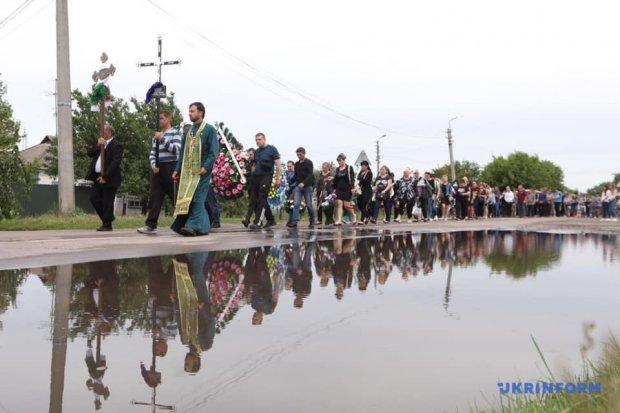 Похороны 5-летнего Кирилла в Переяславе-Хмельницком: фото 18+