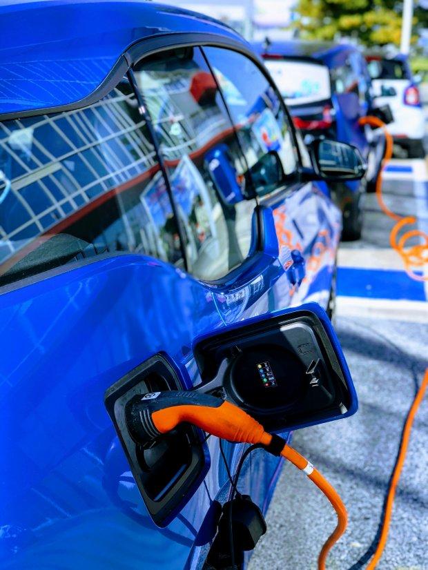 В Україні злетів попит на електрокари: коли чекати на нові парковки з зарядками