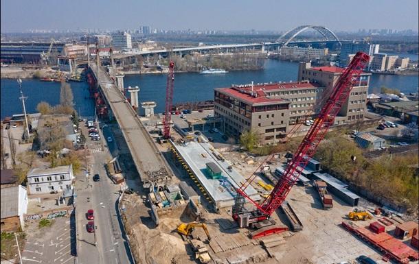 В Киеве демонтируют аварийный вантовый мост на Подоле